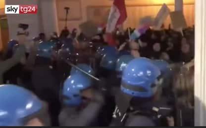 Padova, corteo antiabortista FN: tensione polizia-antagonisti. VIDEO