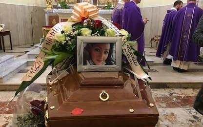 Catenanuova, chiesa gremita per i funerali di Loredana Calì