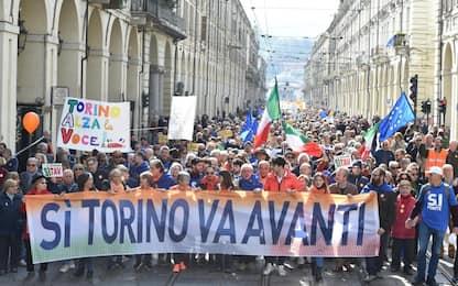 """Sì Tav in piazza a Torino, 'madamin': """"Piemonte è compatto per il sì"""""""
