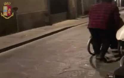Firenze: si finge paraplegico ma cammina, arrestato falso invalido