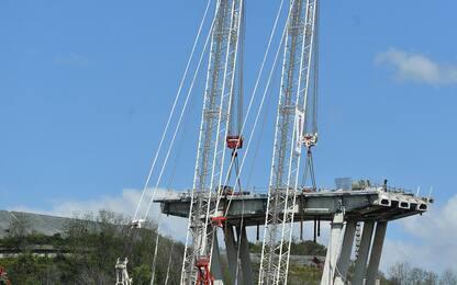 Ponte Morandi, slitta ancora smontaggio pila 5. FOTO