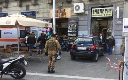 Partorisce in un bar a Napoli: i militari dell'Esercito la soccorrono