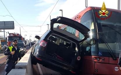 Venezia, scontro tra auto e tram: Ponte Libertà paralizzato