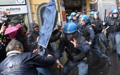 Zingaretti a Napoli, disoccupati protestano