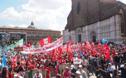 Cortei in tutta Italia. Concertoni  Roma e Taranto