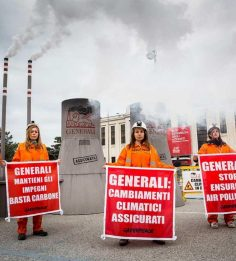 "Blitz di Greenpeace contro Generali: ""Basta carbone"""