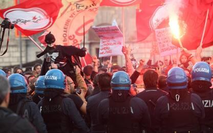 Salvini a Napoli, scontri tra polizia e manifestanti: un agente ferito