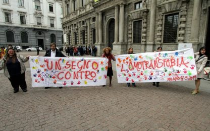 Giornata mondiale contro l'omofobia, flash mob a Milano