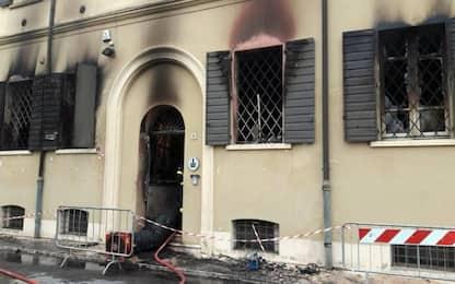 Incendio in sede vigili urbani a Mirandola: 2 morti. Arrestato ragazzo