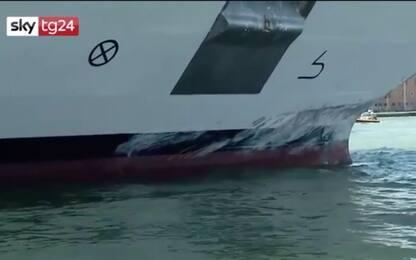 Venezia, nave da crociera contro battello: le immagini dopo incidente