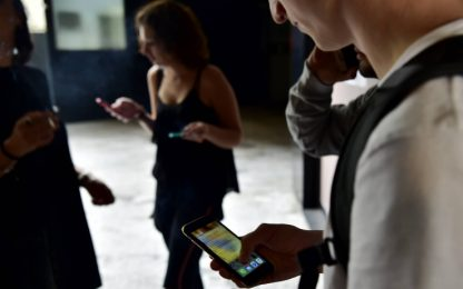 Il sonno degli adolescenti disturbato da droghe e smartphone