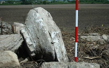 Emergono resti di un edificio dorico dalle mura di Paestum