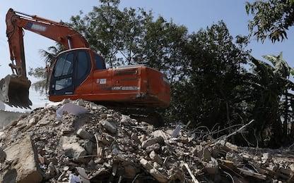 Abbattuta una grande villa abusiva a Casal di Principe, nel Casertano