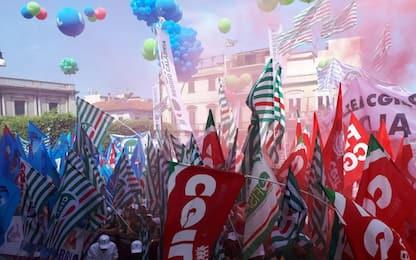 """Sindacati in piazza a Reggio Calabria: """"Servono investimenti al Sud"""""""