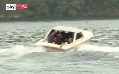 Obama e Clooney, uscita serale in barca sul lago di Como. VIDEO
