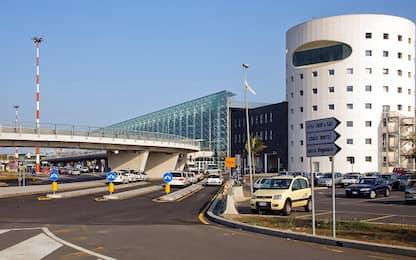 Catania, ruba collana con crocifisso d'oro in aeroporto: denunciato