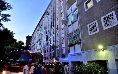 Milano, fumo da un palazzo a Famagosta: forse corto circuito