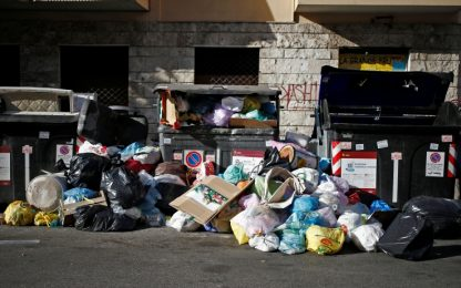 Rifiuti Roma, regione Lazio allerta le Asl su rischi per la salute