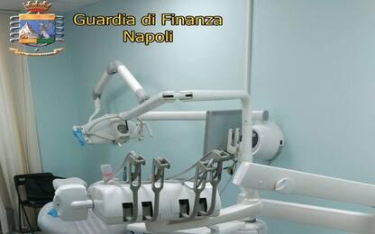 Falso dentista a Napoli: denunciato dalla guardia di finanza