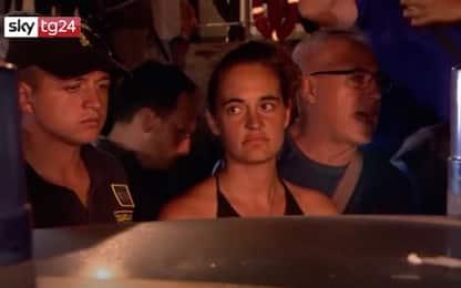 """Sea Watch, gli insulti contro Carola: """"Ti violentino"""". VIDEO"""