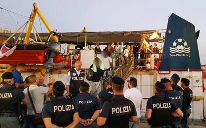 Sea Watch attracca a Lampedusa, arrestata la comandante