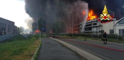 Vicenza, incendio in una fabbrica a Brendola. FOTO