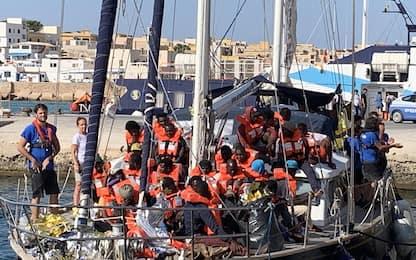 Migranti, veliero Alex a Lampedusa. Salvini: no allo sbarco.