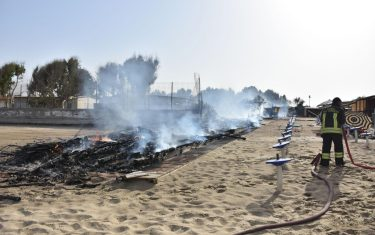 copertina-orizzontale-incendi-catania-lidi-litorale-Playa-ansa2