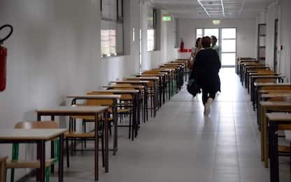 Botte e insulti ad alunni, maestra sospesa a Reggio Calabria