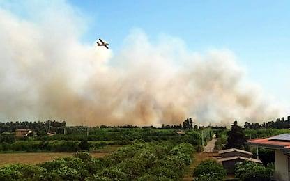 Incendi in Sardegna: evacuati campeggi, case e spiaggia in Ogliastra