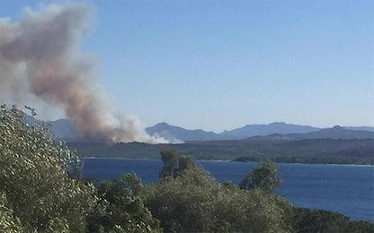Sardegna, ancora incendi in Ogliastra: evacuati 2 campeggi e un hotel