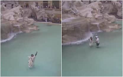 Si tuffa nella Fontana di Trevi, vigile lo blocca e lo multa. VIDEO