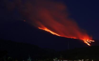 Etna, eruzione nella notte: riaperti aeroporti