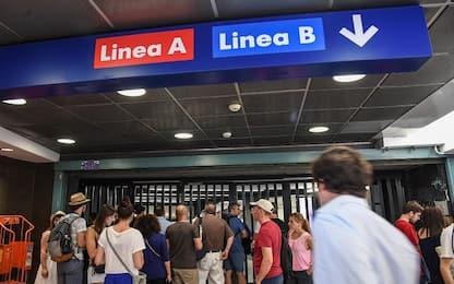 Metro Roma, 2 stazioni aprono in ritardo per guasto alle scale mobili