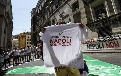 Whirlpool Napoli, la protesta: fabbrica in vendita su Ebay a 1 euro