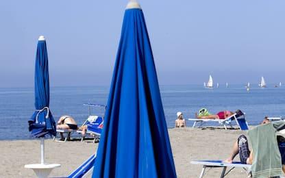 """Coronavirus Liguria, Toti: """"Valutiamo spiagge libere a pagamento"""""""