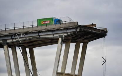 """Ponte Morandi, indagato: """"Crollo forse dovuto a cedimento di cassone"""""""