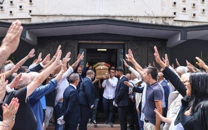 Napoli, saluti romani a funerali dell'ex governatore campano Rastrelli