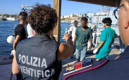 Open Arms, il video dello sbarco a Lampedusa