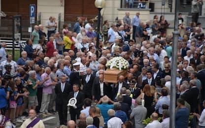 Felice Gimondi: folla ai funerali, presenti anche Moser e Saronni