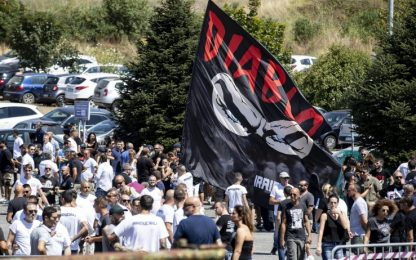 """Polemiche dopo funerali di Diabolik, famiglia: """"Patti non rispettati"""""""