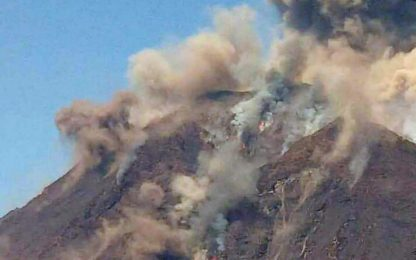 Esplosione Stromboli, la nuova eruzione vista dall'alto. VIDEO