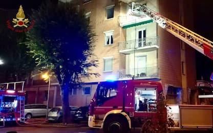 Voghera, incendio in un condominio: sei persone intossicate dal fumo