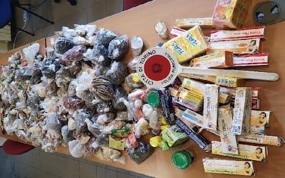 Torino, vende spezie e cosmetici in strada: 5mila euro di multa