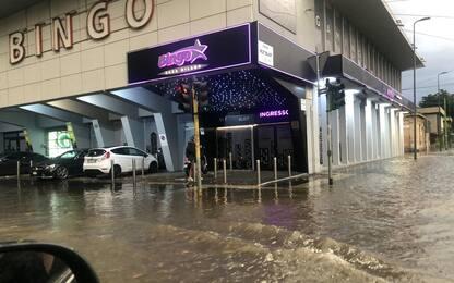 Milano, esondano Seveso e Lambro: strade allagate. FOTO