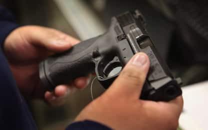 Pistola e droga trovate in un terreno abbandonato nel Napoletano