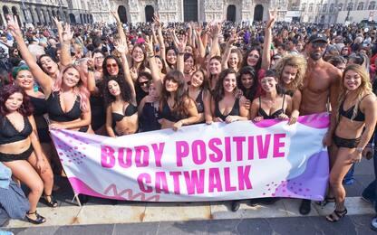 Flash mob a Milano: la bellezza è... curvy. FOTO