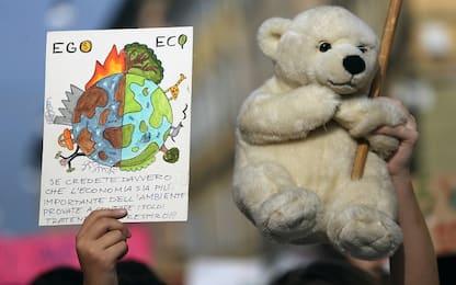 Emergenza clima, studenti piantano alberi contro la crisi a Fiumicino