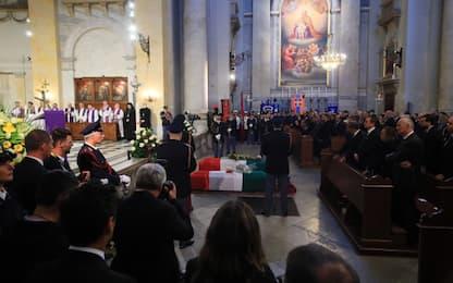 Funerali poliziotti uccisi a Trieste, migliaia rendono omaggio. VIDEO
