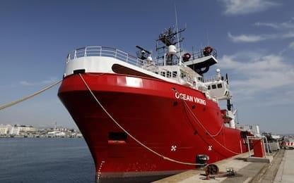Migranti, Ocean Viking a Taranto: sbarcate 176 persone. VIDEO